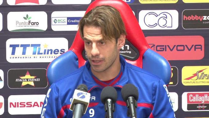 Emanuele Calaiò durante una conferenza stampa